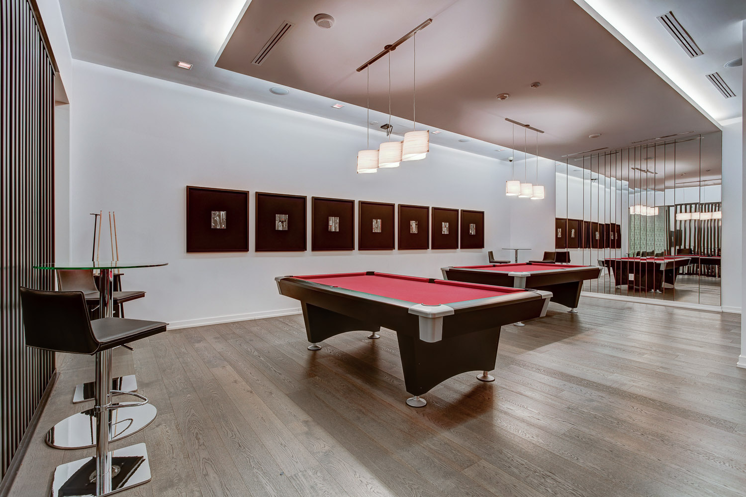 25 Billiard room